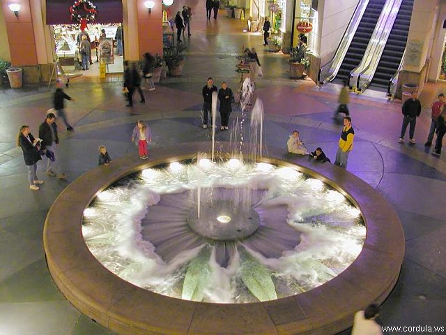 Cordula's Web. PDPHOTO.ORG. A Fountain in a Mall.