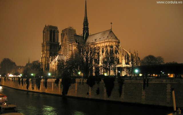 Cordula's Web. Wikicommons. Notre Dame de Paris by Night.